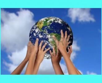 3300947-les-enfants-holding-terre-entre-leurs-mains-1